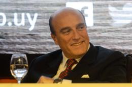 imagen del contenido Daniel Martínez es uno de los tres políticos más populares