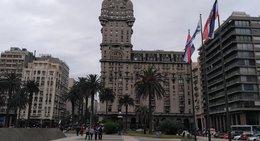 imagen del contenido Restauran fachada de emblemático edificio de Montevideo