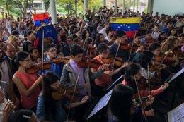 imagen del contenido El silencio de una viola y el luto de una orquesta por la represión en Venezuela