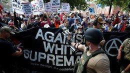 """imagen del contenido Virginia: Enfrentamientos entre """"supremacía blanca"""" y opositores al odio racial"""
