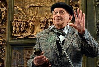 "Juntan firmas para homenajear al Profesor: ""Un Sol para Daniel Vidart"""