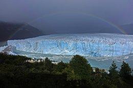 imagen del contenido Se rompió el puente de hielo del glaciar Perito Moreno y el agua inundó parte de El Calafate