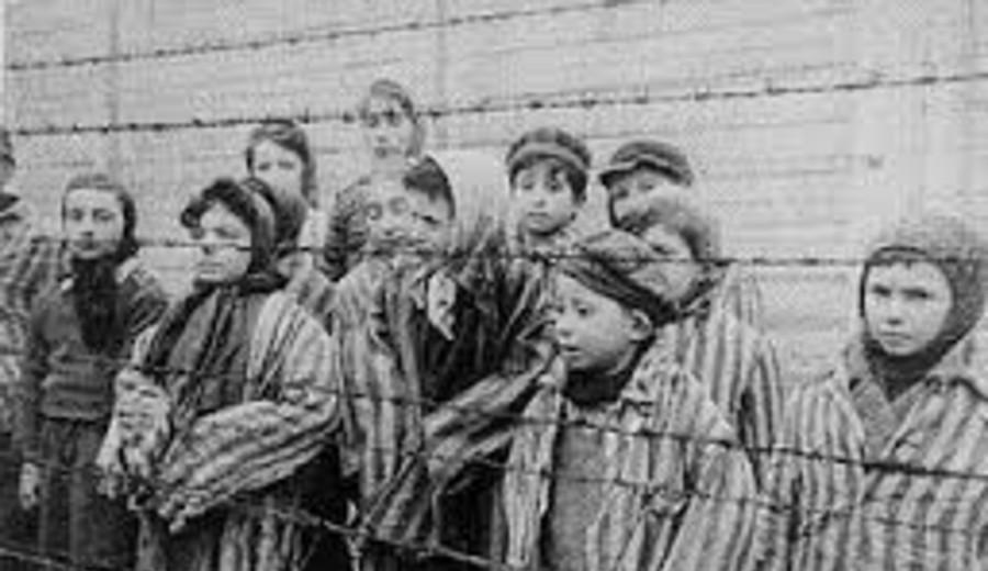 """imagen de Polonia condena a dos historiadores """"a rectificar y disculparse"""" por párrafo de un libro sobre el Holocausto"""