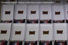 imagen del contenido El Presidente Vázquez distinguió a los policías que resolvieron secuestros