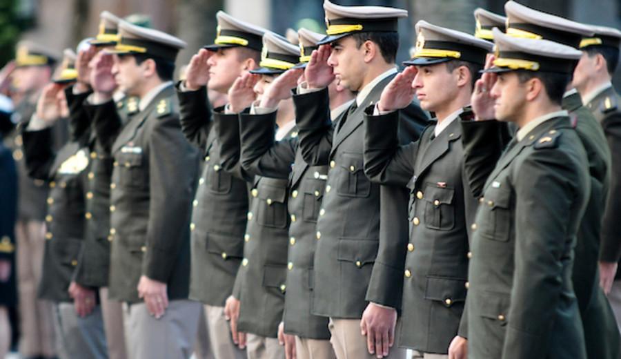 """imagen de Ejército busca """"amplitud histórica"""" para modificar programas de cursos con """"entrevistas a víctimas de la dictadura"""""""