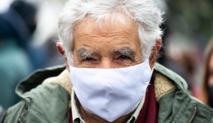 """imagen de Mujica sobre vacunación contra Covid: Cuanto más tiempo se demore """"mayor será el costo social y en vidas"""""""
