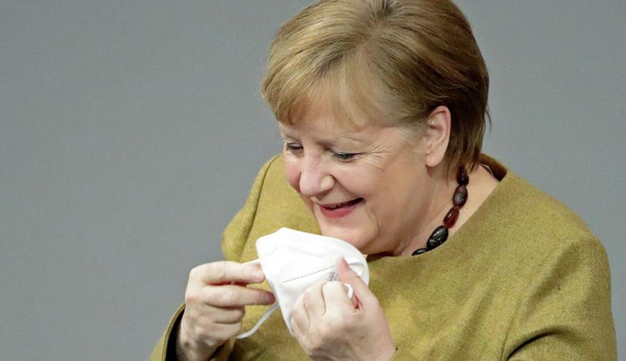 """imagen de Merkel exige equiparación del hombre y la mujer """"en la política, la economía y la sociedad"""""""