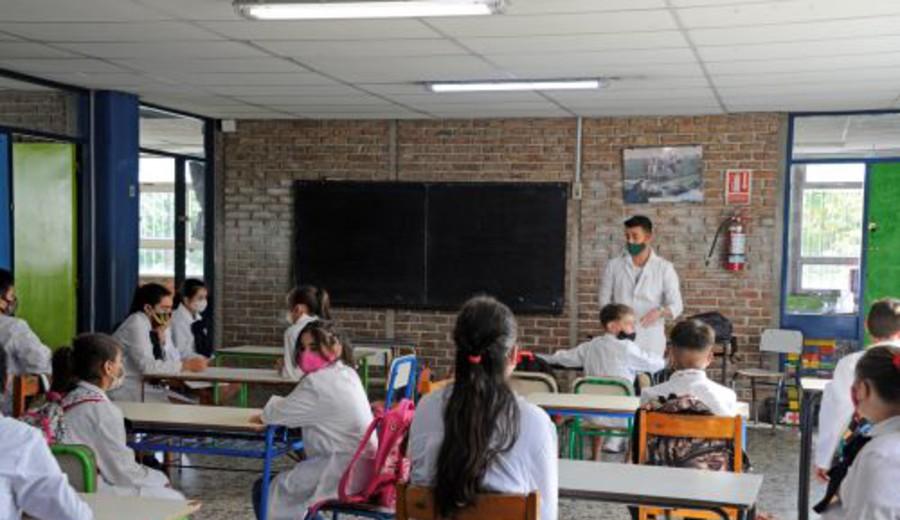 """imagen de Educación pública comenzó clases con """"presencialidad plena"""""""