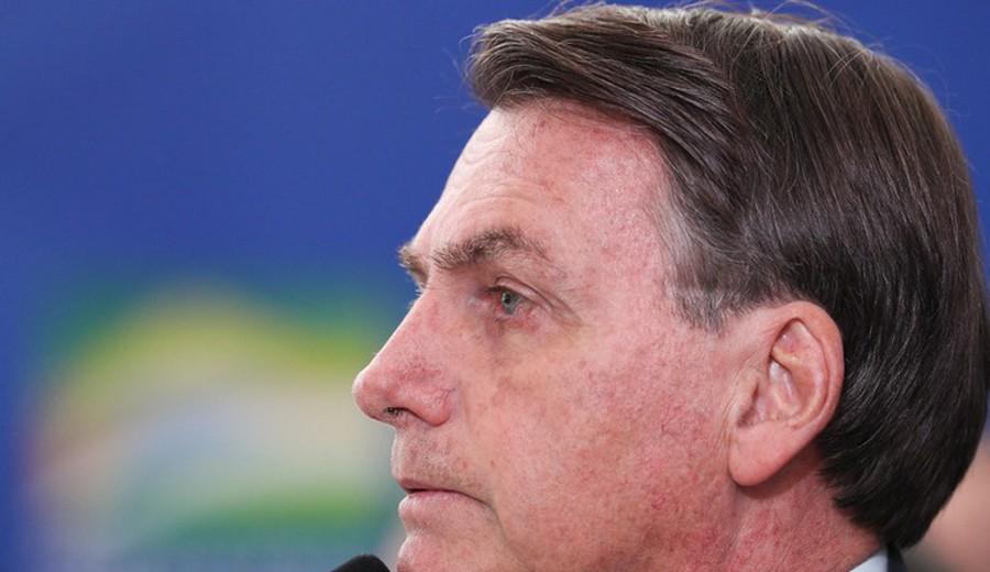 imagen de Aislado, Bolsonaro trata de mostrarse poderoso