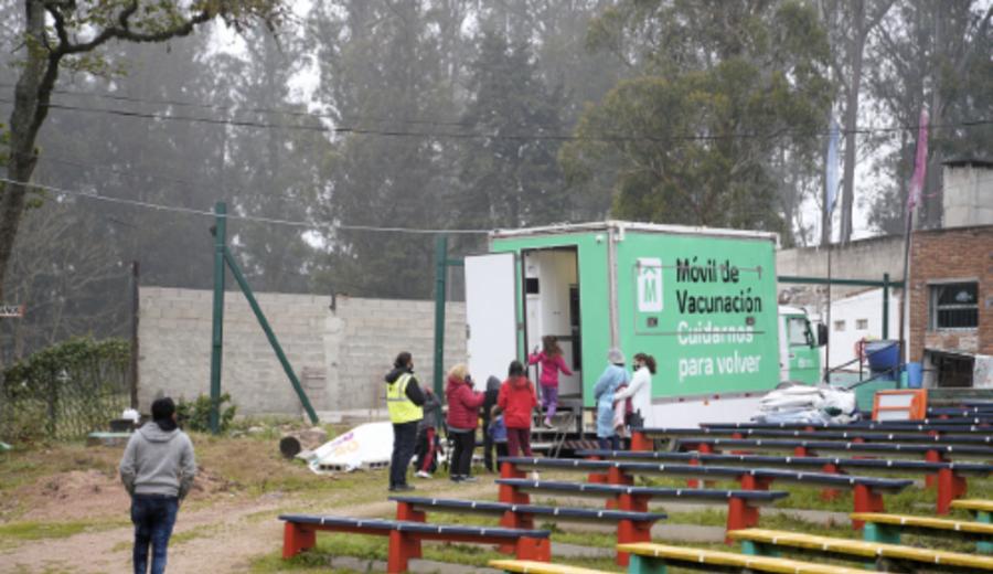 imagen de Vacunatorio móvil de la Intendencia de Montevideo recorre barrios del oeste de la ciudad