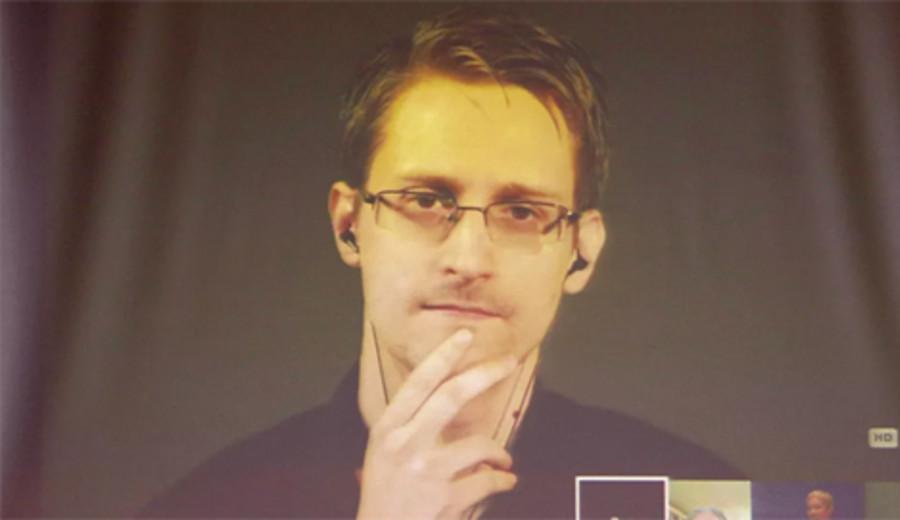 imagen de Snowden preocupado por nueva herramienta de Apple para rastrear celulares
