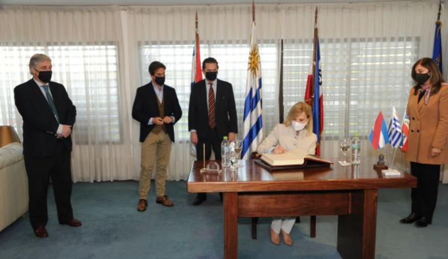 imagen de Beatriz Argimón asumió la Presidencia de la República