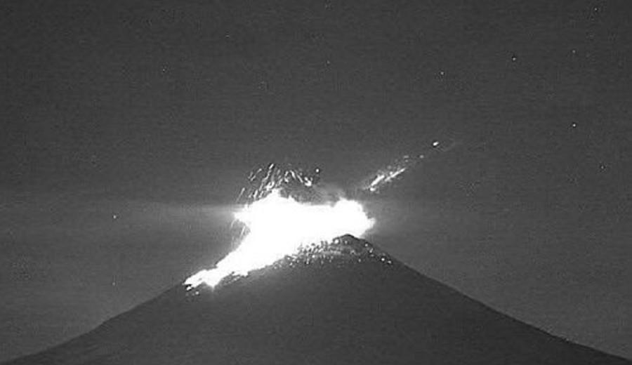 imagen de Se registró una explosión en el volcán Popocatépetl: dejó fumarola de 1.5 kilómetros de altura