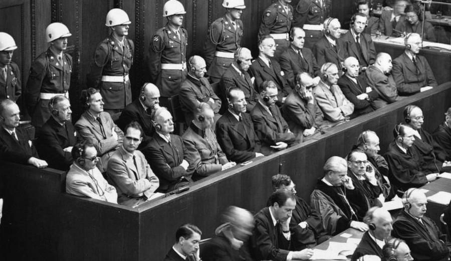 imagen de 75 años del fin de los juicios de Nüremberg, cuando 12 genocidas fueron sentenciados a morir en la horca