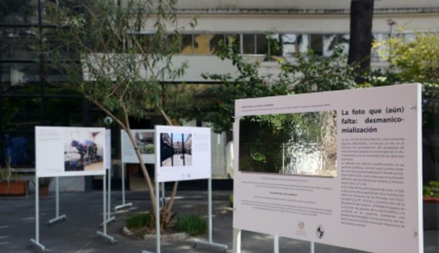 imagen de Exposición fotográfica en Facultad de Psicología durante Semana de la Salud Mental