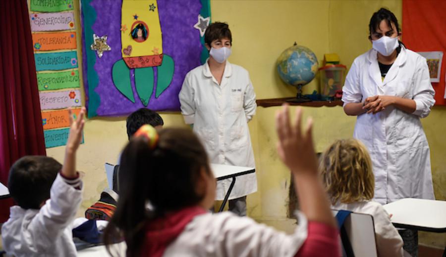 imagen de ANEP solicita a familiares de estudiantes no enviar niños a clases si están esperando resultado de hisopado